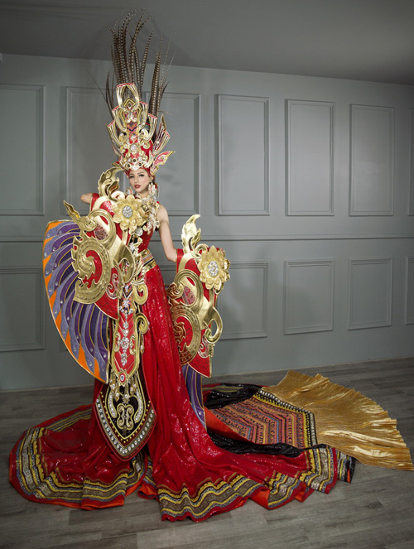 """Toat mo hoi"" quoc phuc khong lo cua my nhan Viet thi quoc te-Hinh-9"