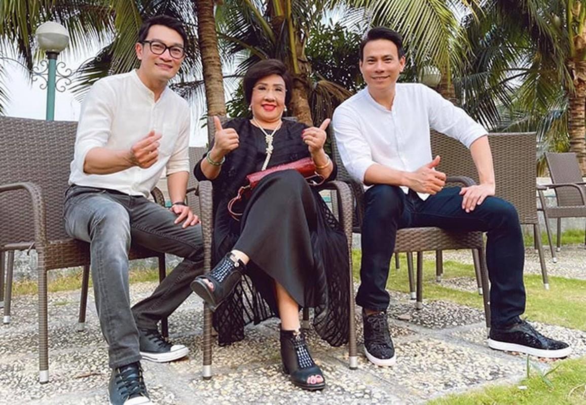 Khoanh khac hanh phuc cua Chi Trung va ban gai kem 17 tuoi-Hinh-10