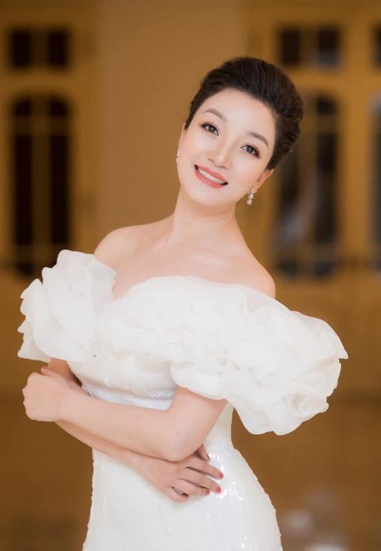Khoanh khac hanh phuc cua Chi Trung va ban gai kem 17 tuoi-Hinh-16