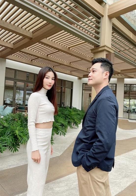 Khoanh khac hanh phuc cua Chi Trung va ban gai kem 17 tuoi-Hinh-5