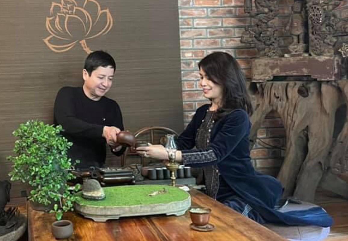 Khoanh khac hanh phuc cua Chi Trung va ban gai kem 17 tuoi