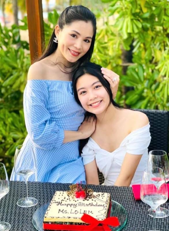 MC Quyen Linh hanh phuc ben vo va 2 con gai cao vuot troi-Hinh-2