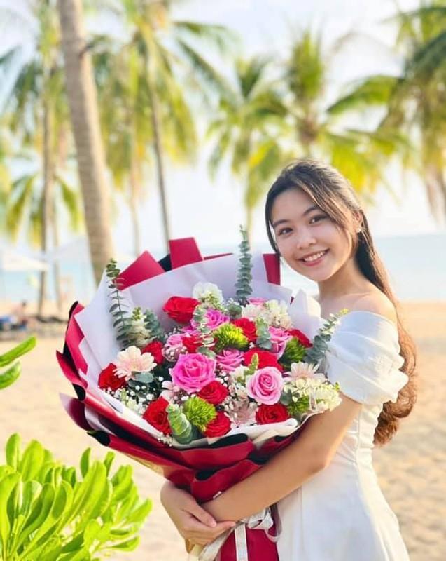 MC Quyen Linh hanh phuc ben vo va 2 con gai cao vuot troi-Hinh-3