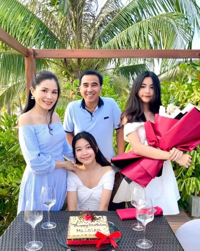 MC Quyen Linh hanh phuc ben vo va 2 con gai cao vuot troi