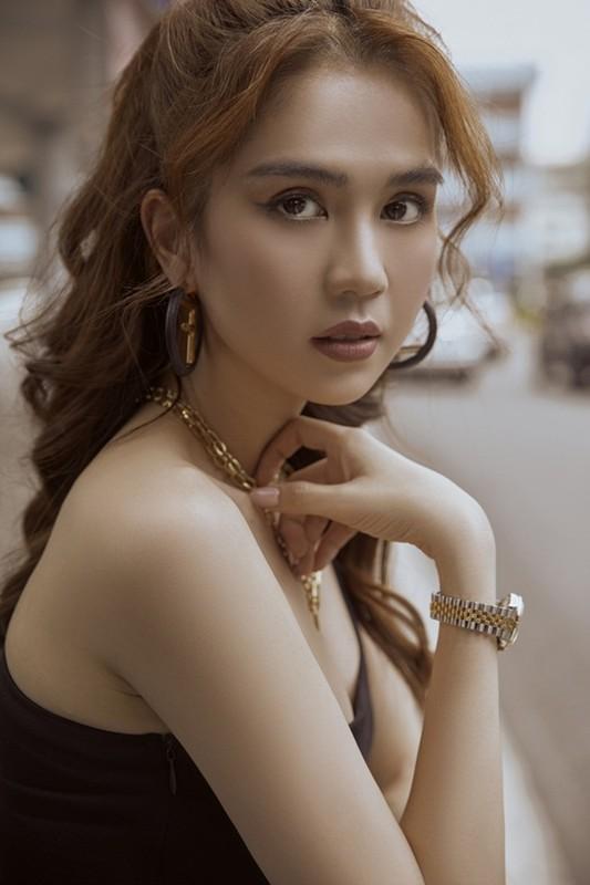 Thoi trang san bay cat xe lat leo, Ngoc Trinh khoe eo thon nguc day-Hinh-8