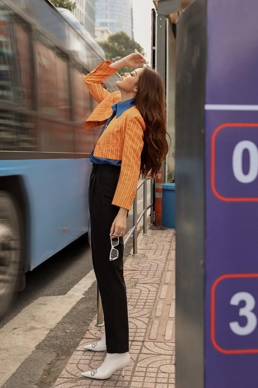 Hoa hau Khanh Van sang chanh voi trang phuc tone tram ca tinh-Hinh-14