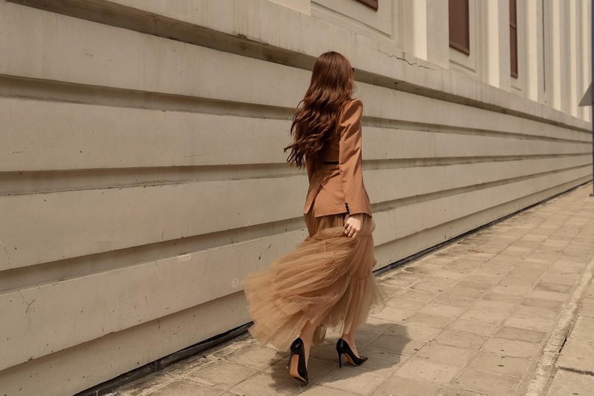 Hoa hau Khanh Van sang chanh voi trang phuc tone tram ca tinh-Hinh-5