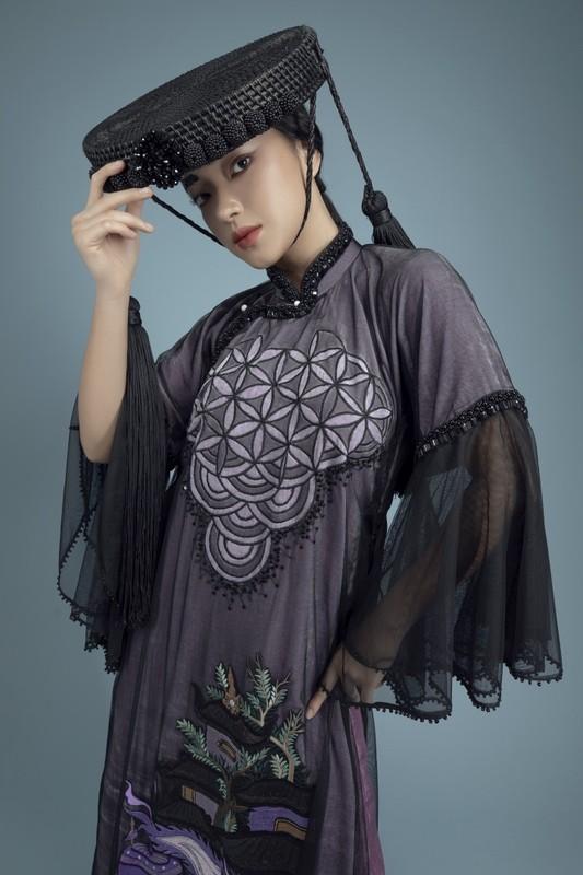 Chau Bui dep ma mi trong ao dai hoa tiet tranh co-Hinh-4