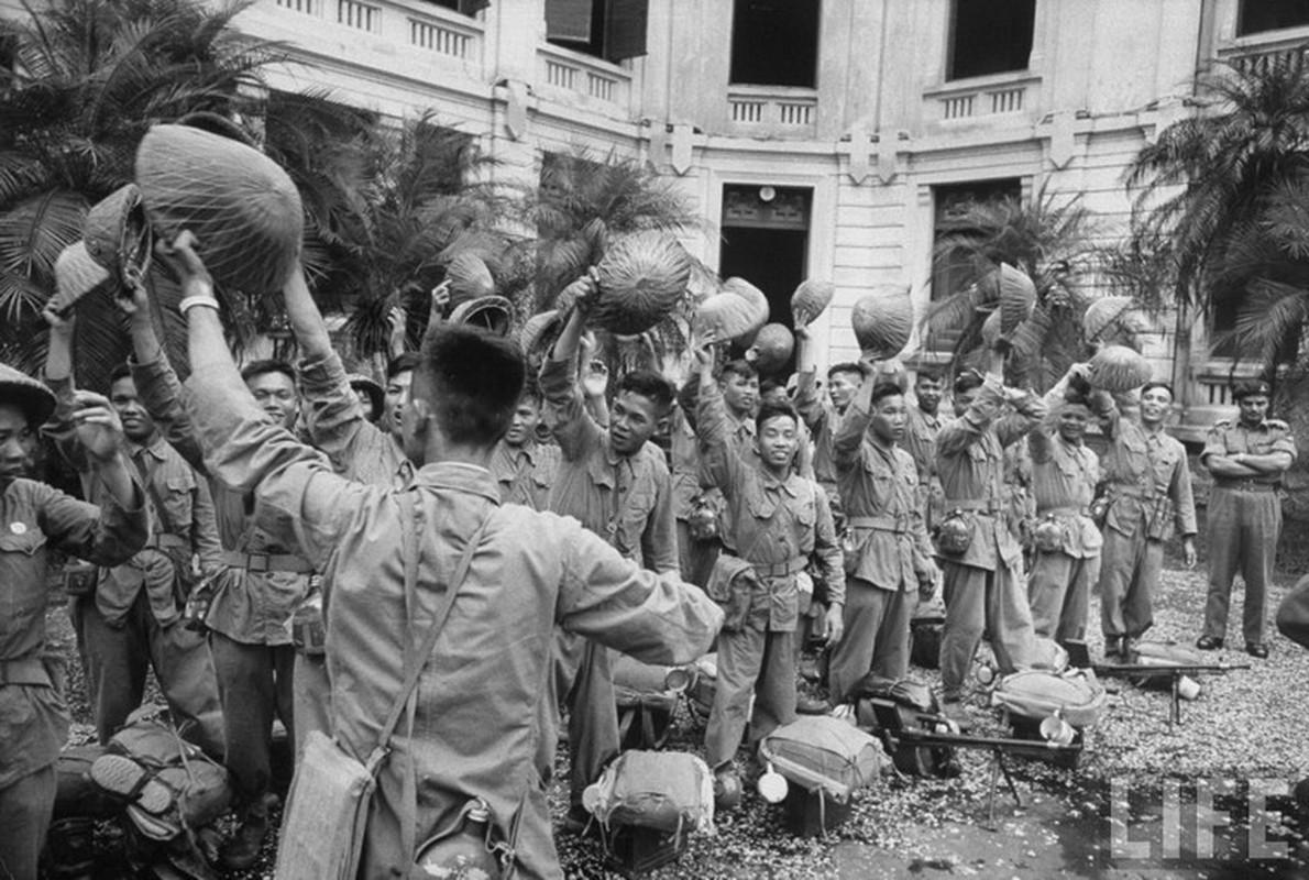 Anh doc: Ha Noi vui nhu hoi ngay giai phong 10/10/1954-Hinh-10