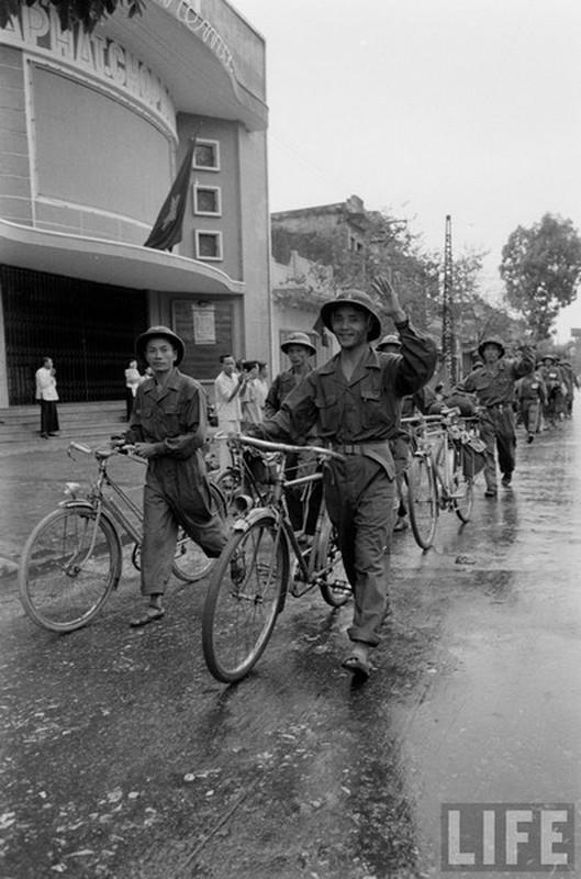 Anh doc: Ha Noi vui nhu hoi ngay giai phong 10/10/1954-Hinh-5