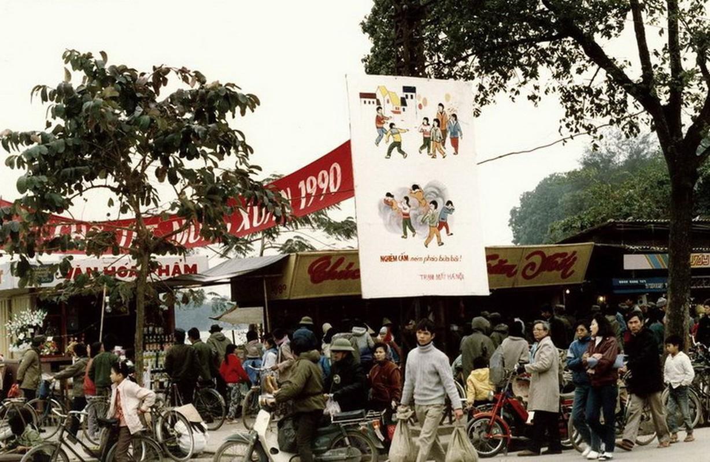 Anh hiem ve khong khi Tet Ha Noi dau thap nien 1990