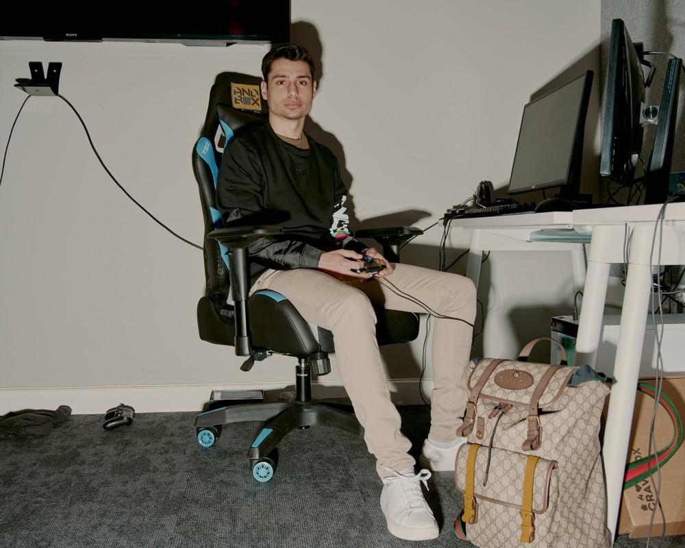 Cac streamer, game thu dinh dam mac gi khi len song-Hinh-7