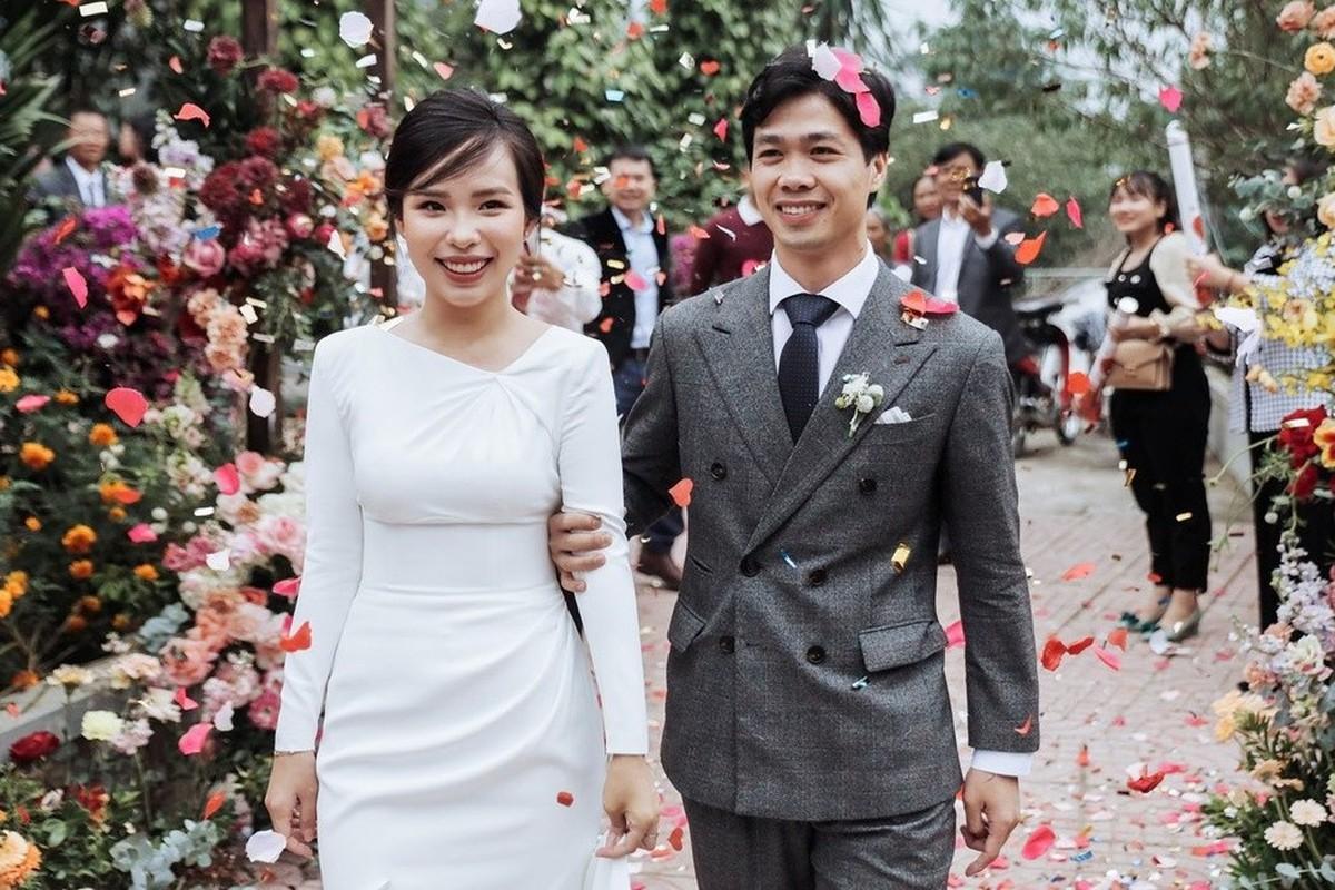 Vợ sắp cưới của Xuân Trường và nàng WAGs kín tiếng