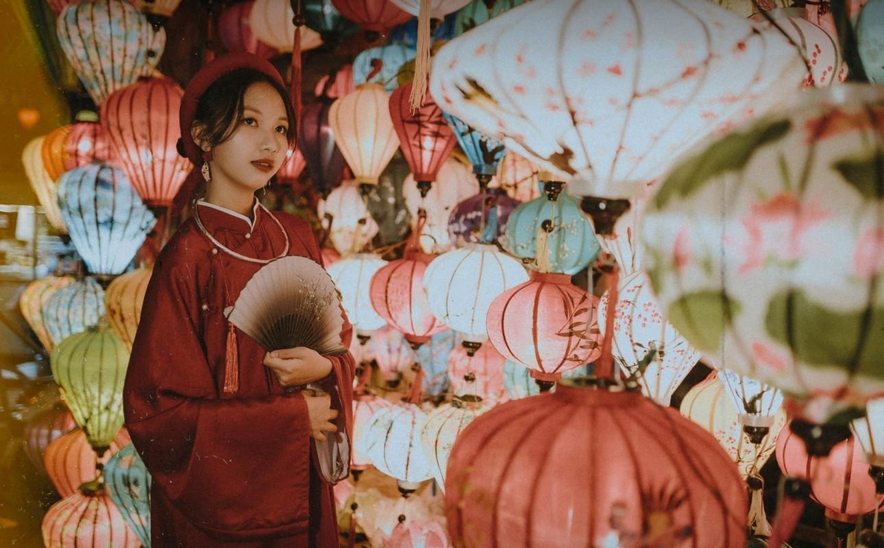Lop chuyen Van chup ky yeu voi ao dai tac truyen thong-Hinh-4