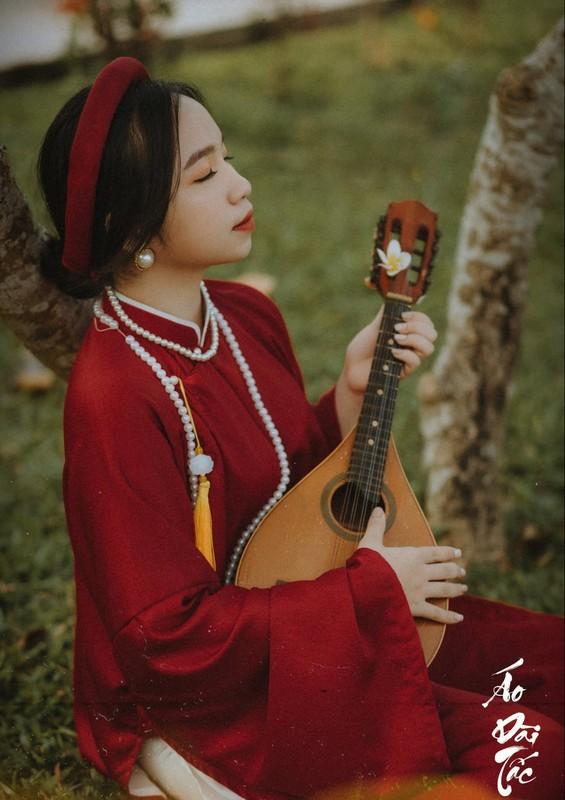 Lop chuyen Van chup ky yeu voi ao dai tac truyen thong-Hinh-9
