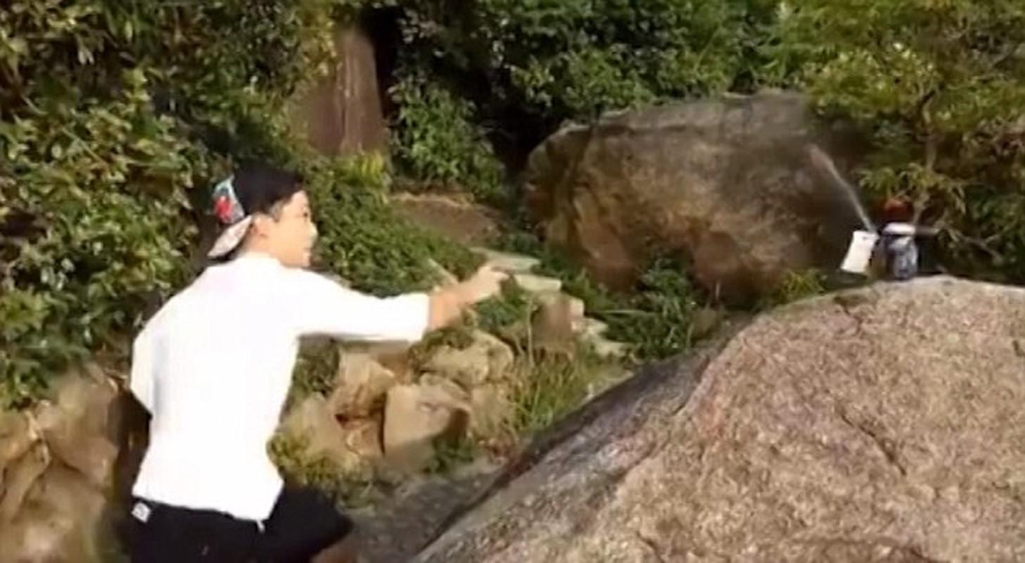 """Kinh ngac bac thay Kung fu phi la bai """"xe toac"""" lon bia-Hinh-5"""