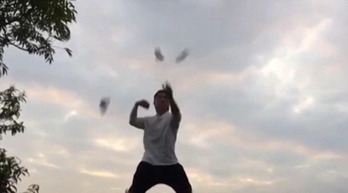 """Kinh ngac bac thay Kung fu phi la bai """"xe toac"""" lon bia"""