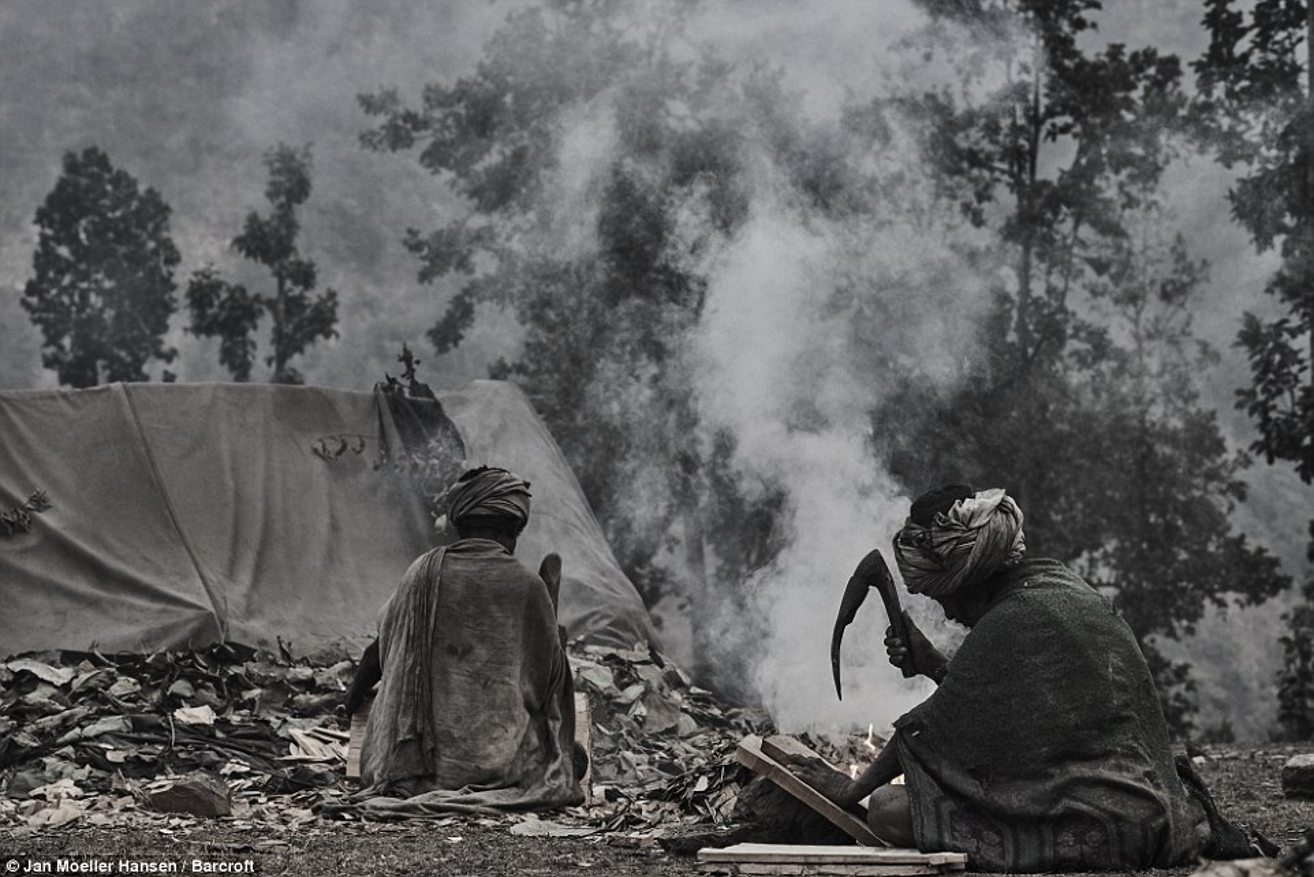 Cuoc song cua bo toc du muc Raute trong rung ram Nepal-Hinh-12