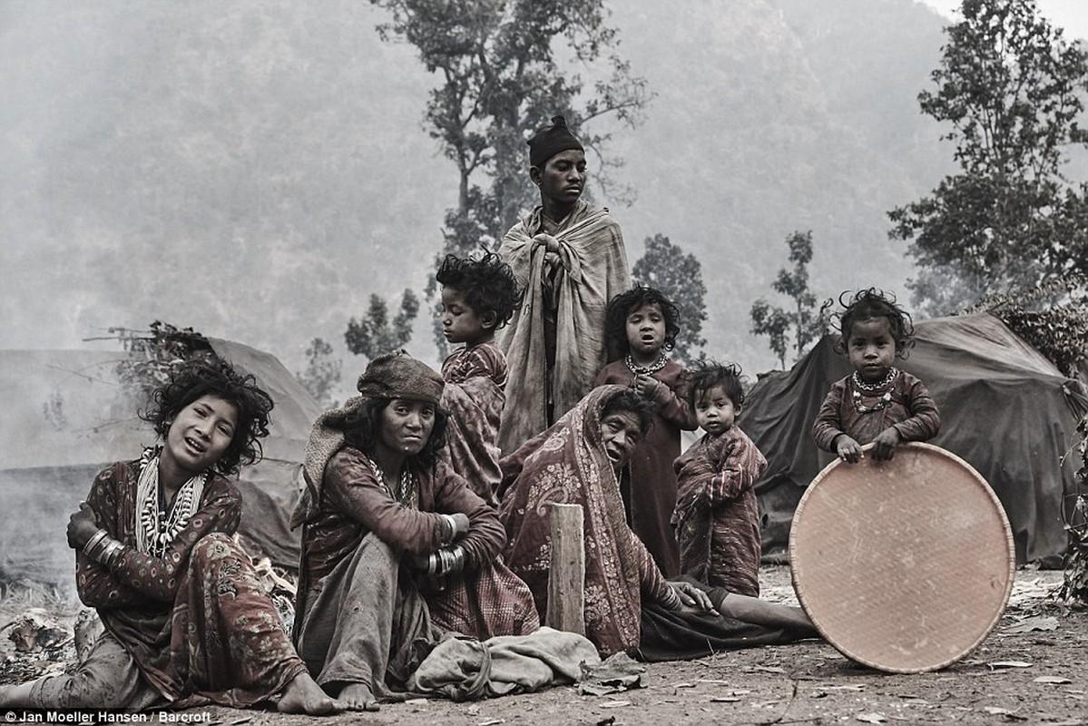 Cuoc song cua bo toc du muc Raute trong rung ram Nepal-Hinh-4