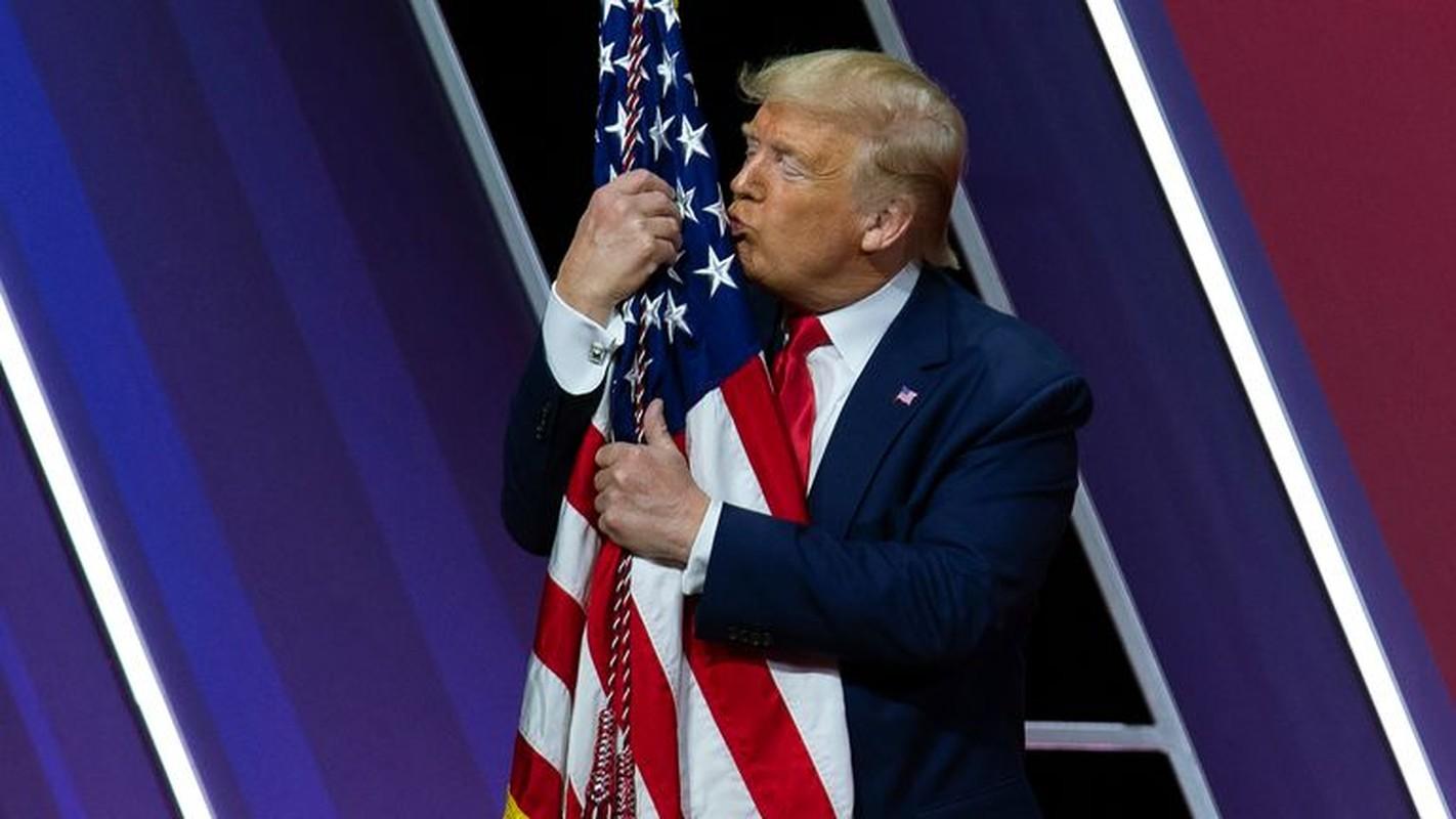 "Toan canh man ""tai xuat"" cua cuu Tong thong Trump sau khi man nhiem-Hinh-9"