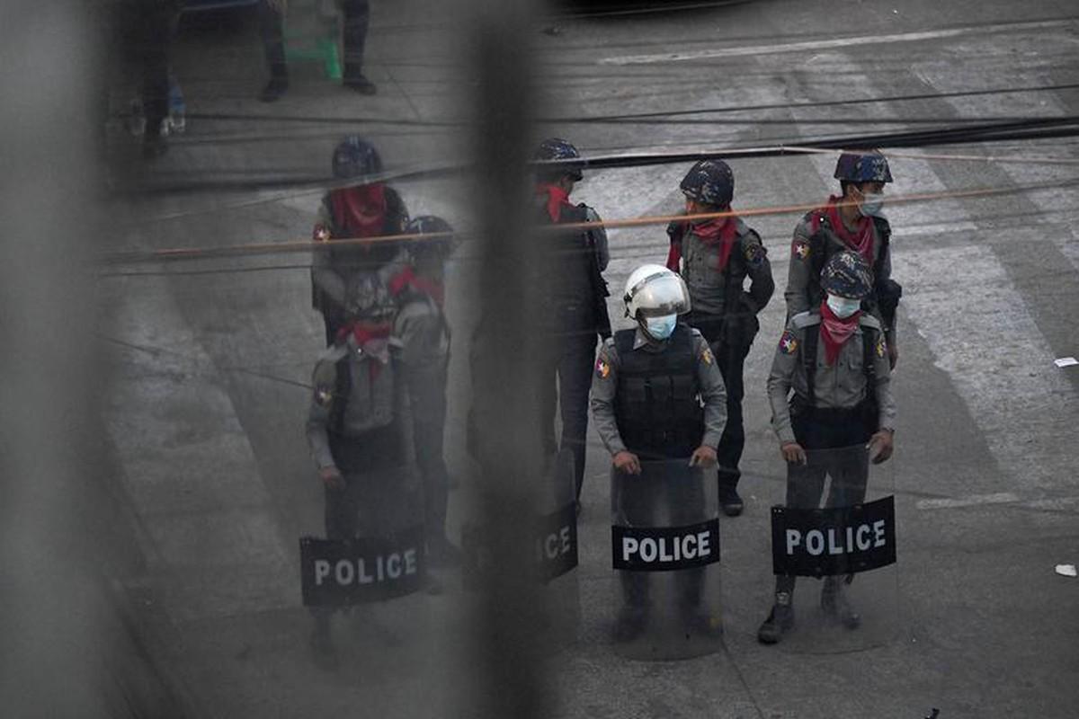 Chinh tri gia Myanmar vua tu vong sau khi bi bat giu la ai?-Hinh-10