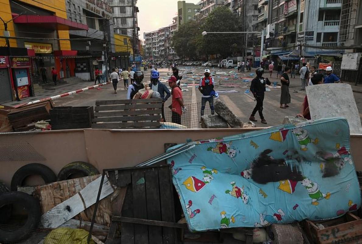 Bieu tinh o Myanmar: Vi sao ban bo thiet quan luat tai Yangon?-Hinh-4