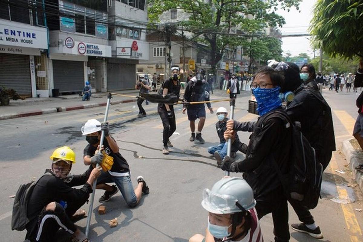 Bieu tinh o Myanmar: Vi sao ban bo thiet quan luat tai Yangon?-Hinh-5