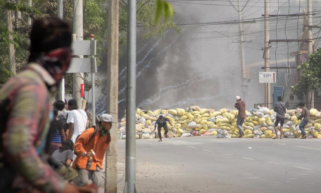 Bieu tinh o Myanmar: Vi sao ban bo thiet quan luat tai Yangon?