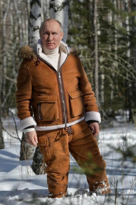Hinh anh Tong thong Nga Putin tu lai xe dia hinh bang rung-Hinh-5