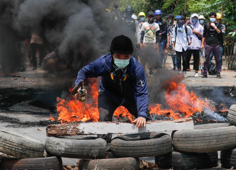 Bieu tinh o Myanmar: Khoi lua mu mit, them nhieu nguoi thiet mang-Hinh-2