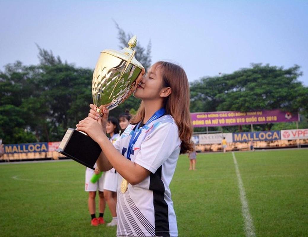 Xon xao nhan sac bong hong moi giua rung hoa cua tuyen U19 nu Viet Nam