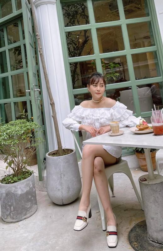 Khoe vai tran, chan thon, Phuong Oanh tu tin voi vet seo dau goi-Hinh-2