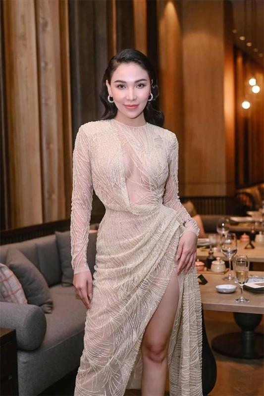 Thoi trang goi cam khoe ba vong nong bong cua Quynh Thu-Hinh-3