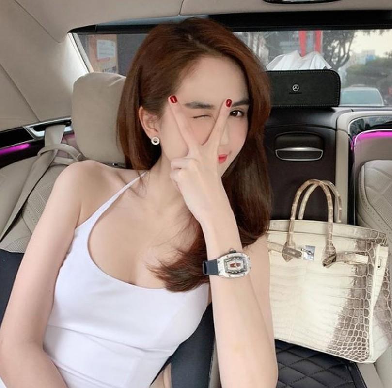 Nhung lan chot don dong ho bac ty gay choang cua Ngoc Trinh-Hinh-2