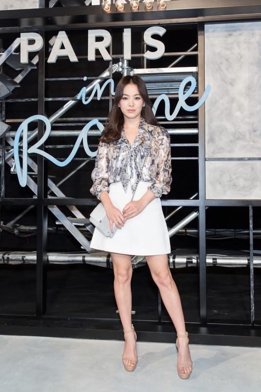 Song Hye Kyo kin dao hap dan, dung hoi Hyun Bin me man-Hinh-13