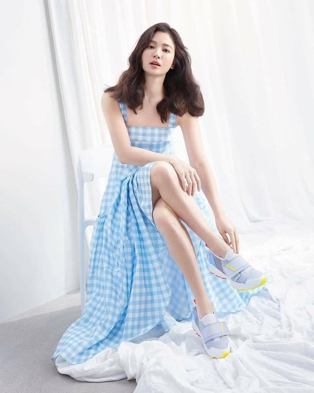 Song Hye Kyo kin dao hap dan, dung hoi Hyun Bin me man-Hinh-2