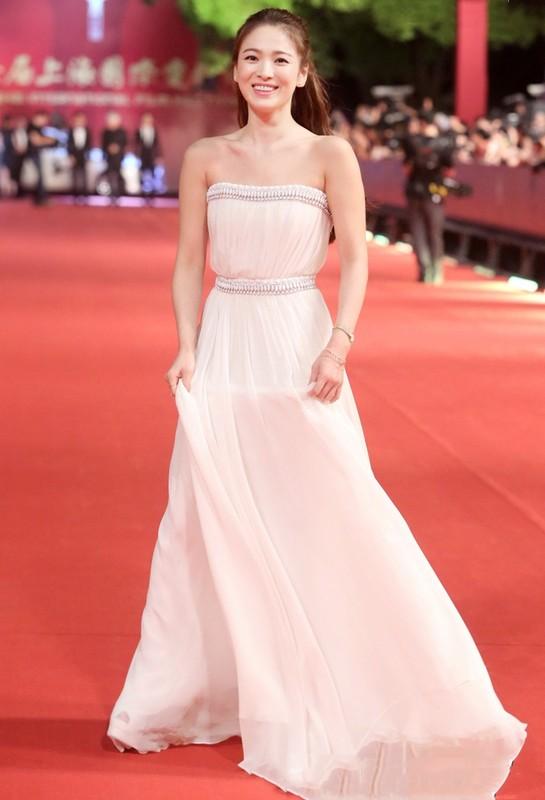 Song Hye Kyo kin dao hap dan, dung hoi Hyun Bin me man-Hinh-4