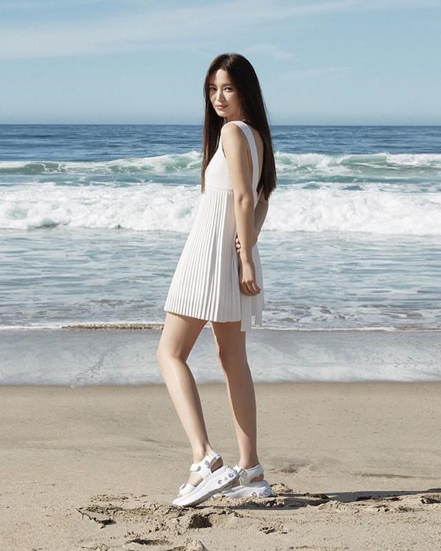 Song Hye Kyo kin dao hap dan, dung hoi Hyun Bin me man-Hinh-5