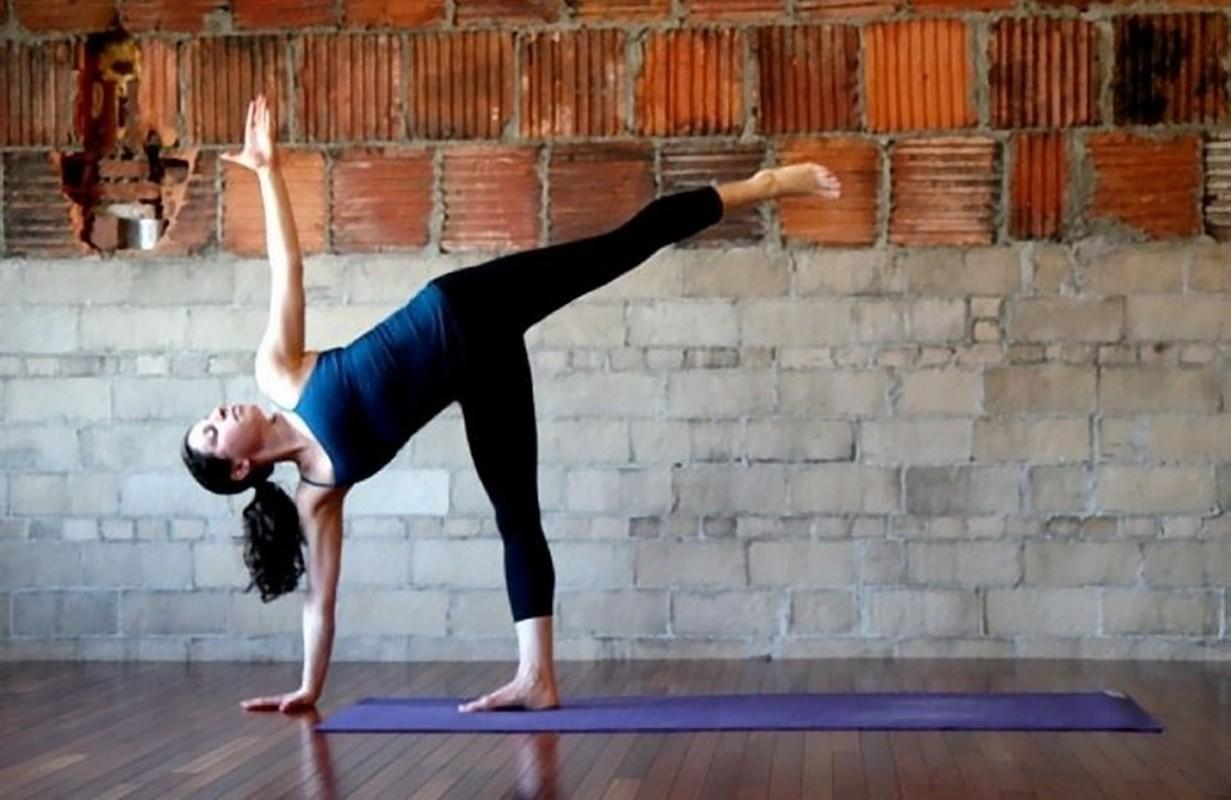 Chi em tap ngay tu the yoga nay de ngua loang xuong-Hinh-2