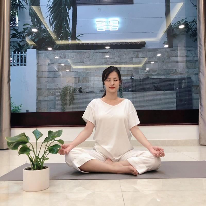 Mon yoga Dong Nhi chon tap sat ngay sinh co gi dac biet?-Hinh-3