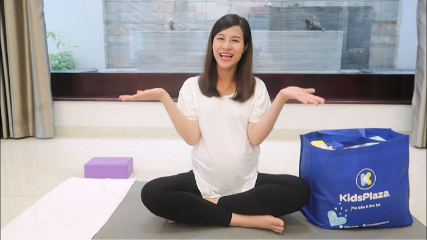 Mon yoga Dong Nhi chon tap sat ngay sinh co gi dac biet?-Hinh-5