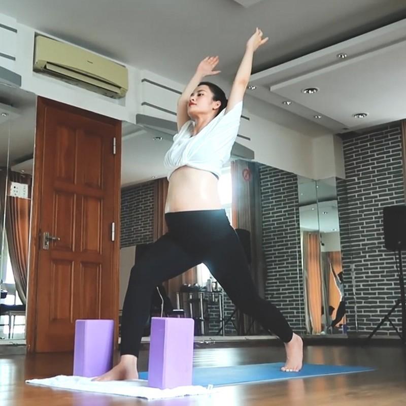 Mon yoga Dong Nhi chon tap sat ngay sinh co gi dac biet?-Hinh-6