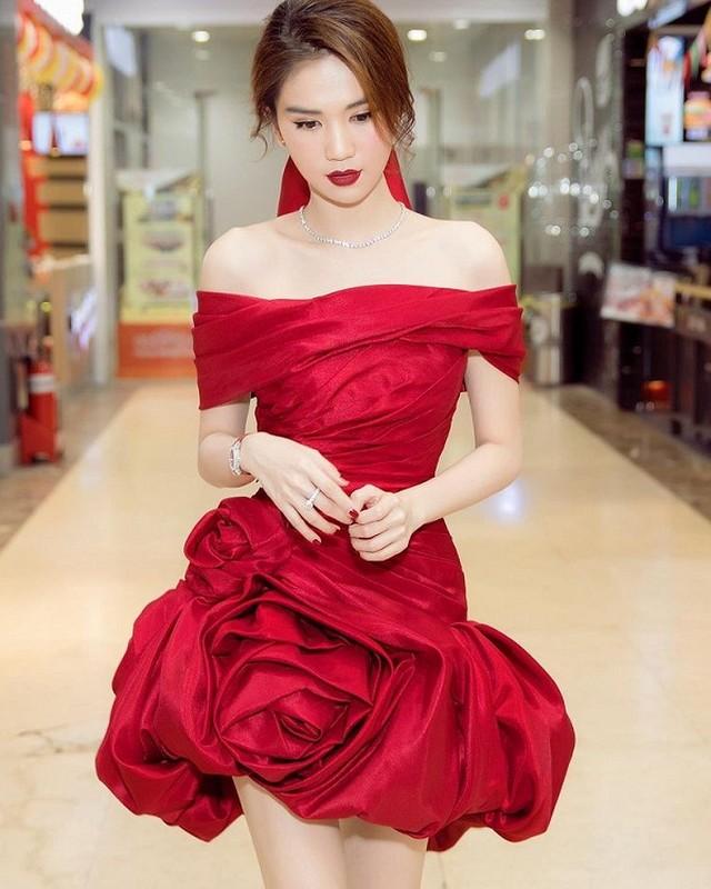 "Khoe anh mac nhu khong, Ngoc Trinh sexy ""dot mat"" dan tinh-Hinh-9"