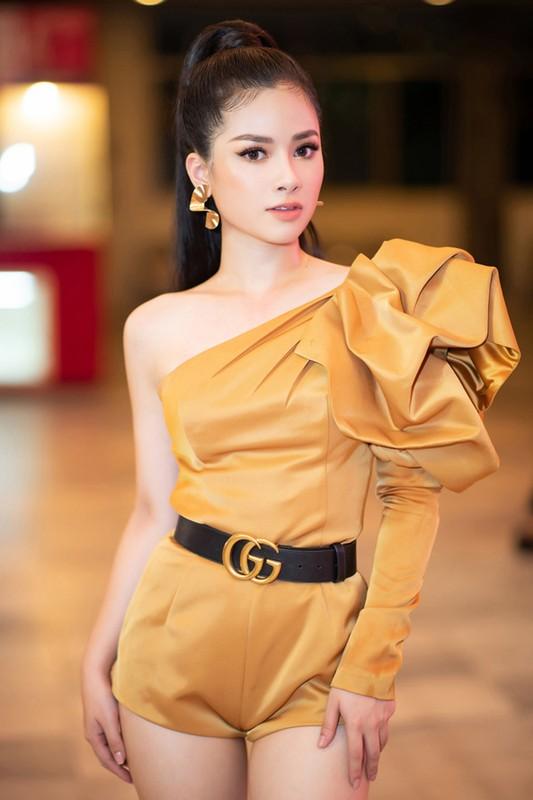 Duong Hoang Yen sexy, trai nguoc hoan toan hinh anh trong Sao Nhap Ngu-Hinh-4