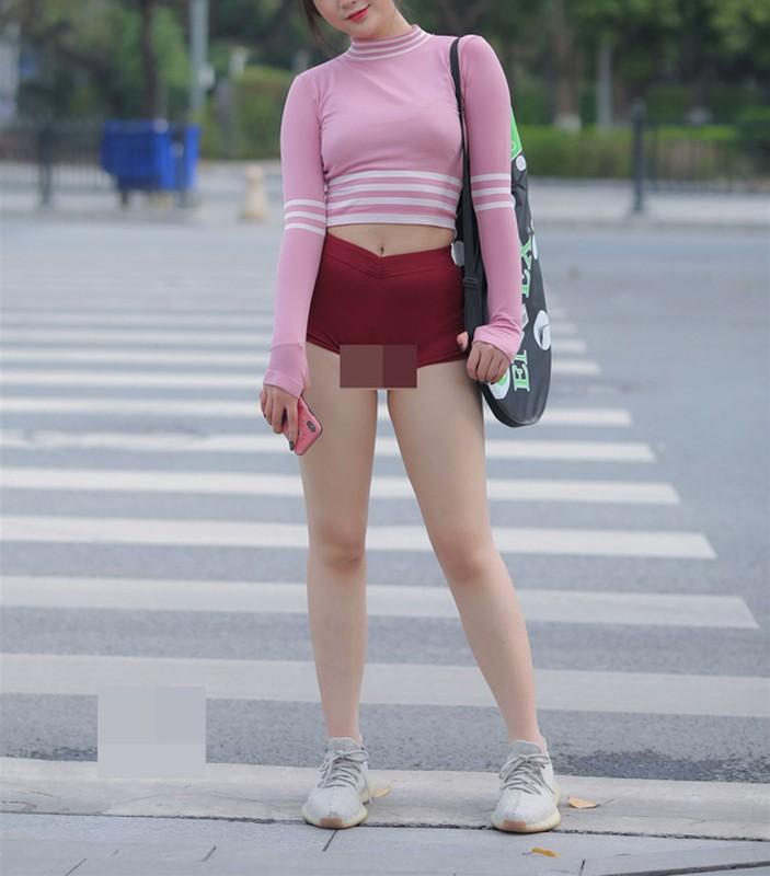 "Mac lo tren san tap, hotgirl khoe body sexy ""nhuc mat""-Hinh-3"