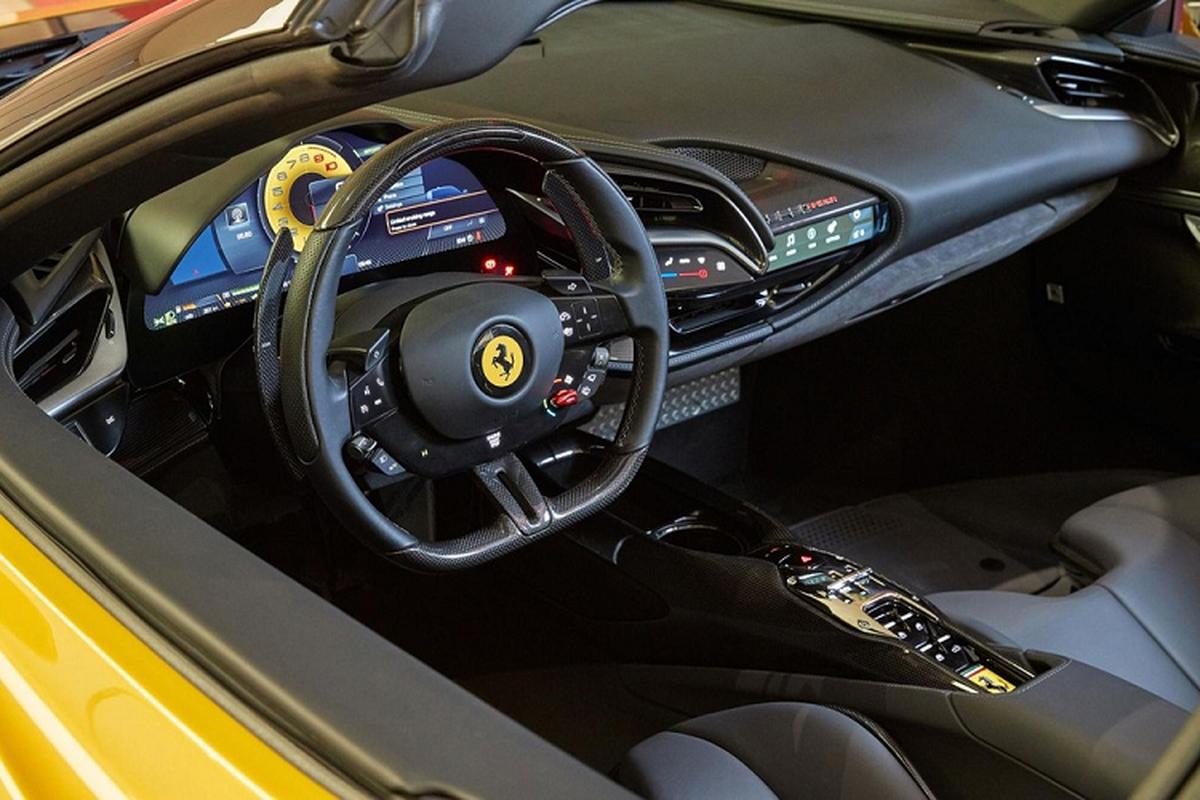 Sieu xe mui tran Ferrari SF90 Spider dau tien