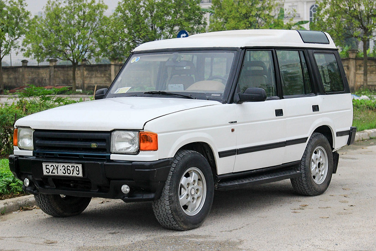 Soi SUV Land Rover Discovery 1996