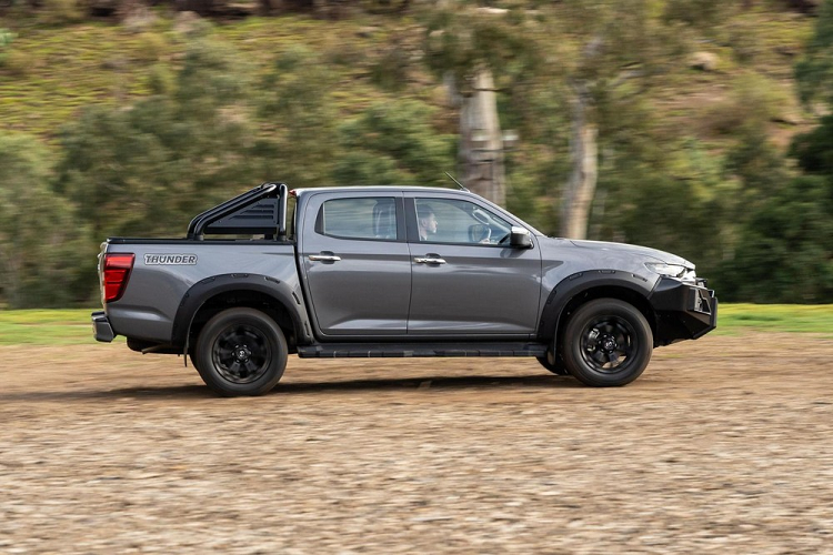 Mazda BT-50 Thunder 2021 has the power to stop