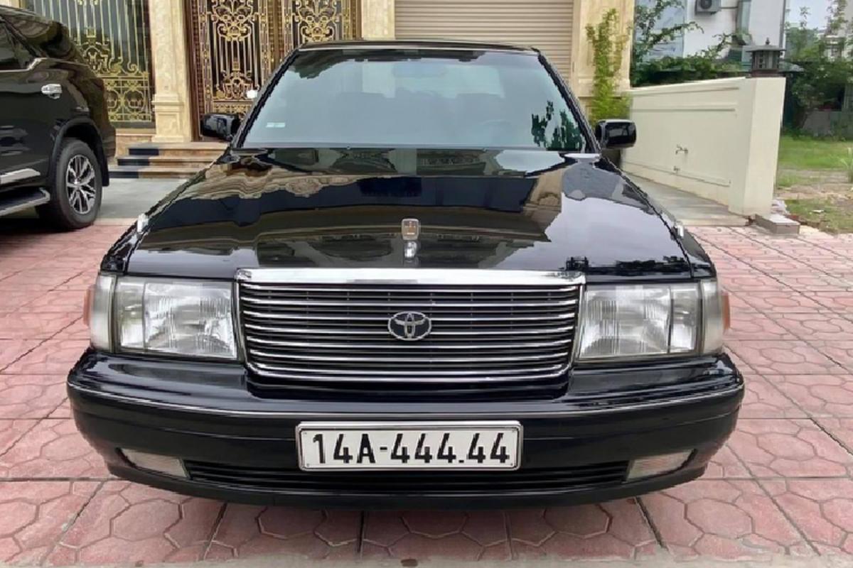 """""""Xe bo truong"""" Toyota Crown bien ngu quy gan 800 trieu o Quang Ninh"""