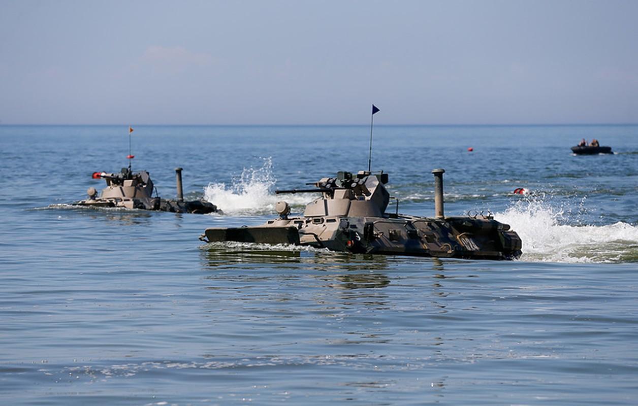 Muc kich linh Nga thi tho bang xe boc thep BTR-82A-Hinh-10